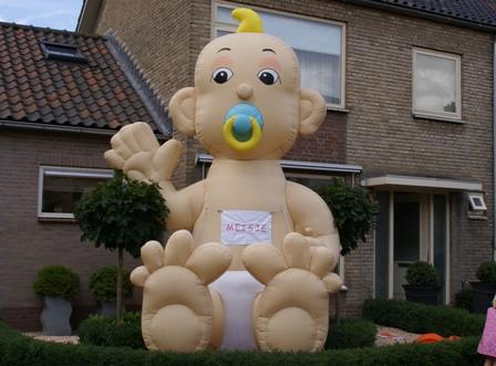 Baby Opblaasfiguur (4 m) huren Ter Aar - Nieuwkoop
