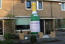 Champagnefles Opblaasfiguur huren Ter Aar - Nieuwkoop